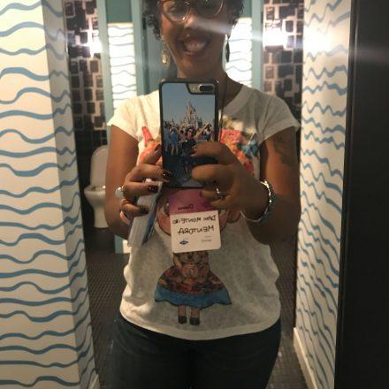Quem nunca? Tirei mesmo uma foto no banheiro...